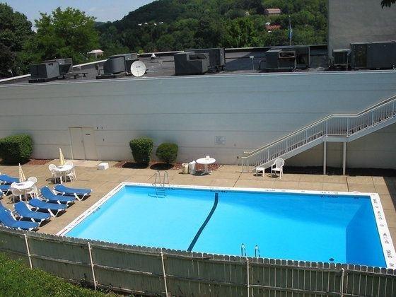 фото La Quinta Inn & Suites Pittsburgh North 110440648