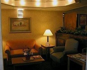 фото Econo Lodge & Suites 1201567820
