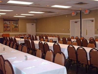 фото Holiday Inn Tifton-I-75 1208016997
