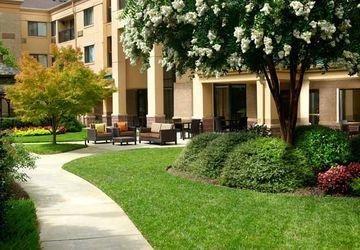фото Courtyard Atlanta Alpharetta 1208043056
