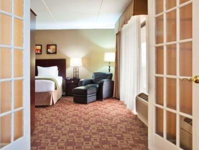 фото Holiday Inn Exp Rolling Mdws Schaumburg 1208303916