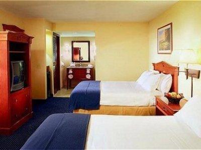 фото Holiday Inn Express Chula Vista 1208304892