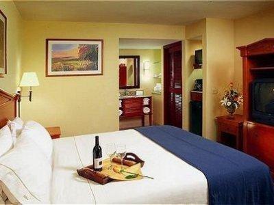 фото Holiday Inn Express Chula Vista 1208304893