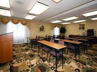 фото Comfort Suites Oakbrook Terrace 1208486934