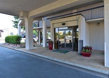 фото Quality Inn Near Central Park 1208499053