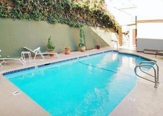 фото Comfort Inn Near the Sunset Strip 1208511846