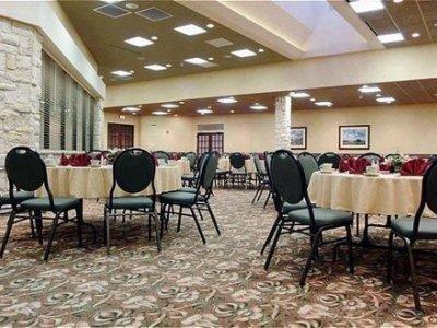 фото Holiday Inn Select Dallas Richardson 1208538530