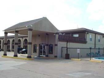 фото Knights Inn Houston Raceway 1208692553
