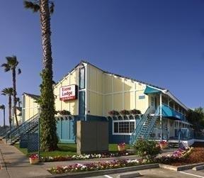 фото Econo Lodge Inn & Suites 1209047294