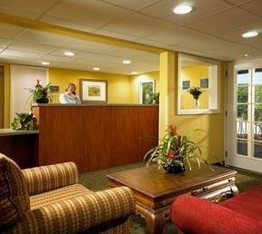 фото Econo Lodge Inn & Suites 1209047296