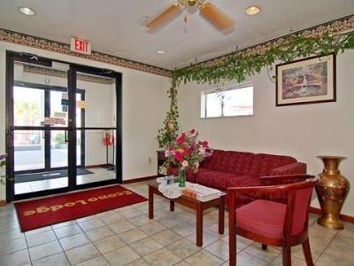фото Econo Lodge Inn & Suites North 1209672740