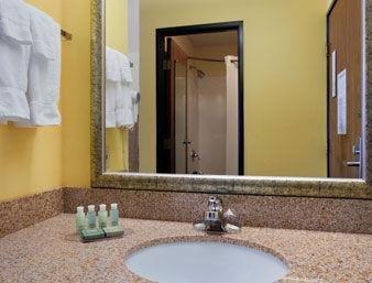 фото Baymont Inn and Suites Waterloo 1209907737