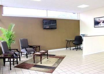 фото Econo Lodge Inn & Suites Wilmington 1209950145