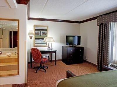 фото Holiday Inn Exp Suites Ashley Phosphate 1210082269
