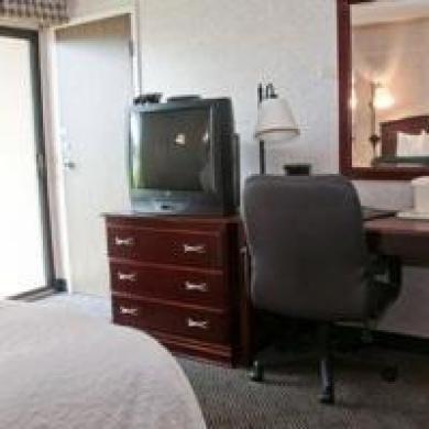фото Quality Inn Michigan City 1210128274