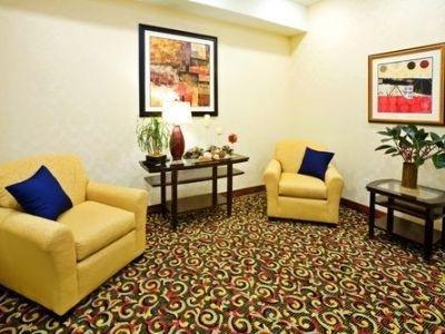 фото Holiday Inn Express New Boston 1210299075