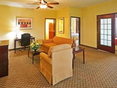 фото Holiday Inn Express New Boston 1210299076