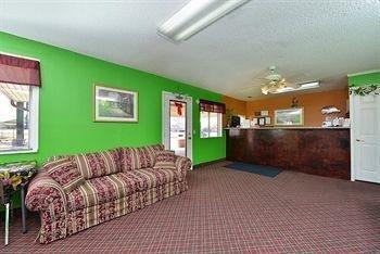 фото Americas Best Value Inn & Suites 1438053444