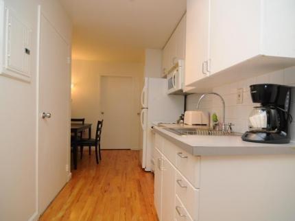фото East Side Village Suite E 145195257
