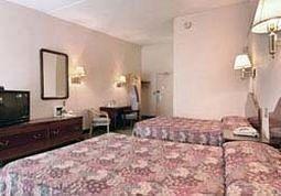 фото Rodeway Inn 146178420