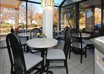 фото Econo Lodge South Garner 146385417