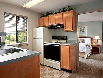 фото Hawthorn Suites by Wyndham Overland Park 146398795
