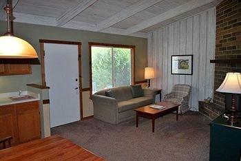 фото Carmel Valley Lodge 146452695