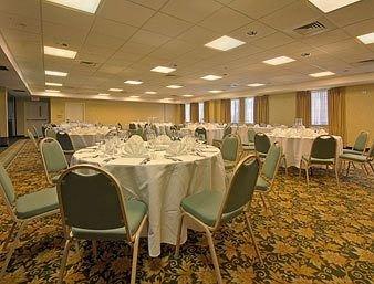 фото Howard Johnson Plaza Hotel Madison 146494768