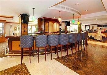 фото Ramada Hotel and Conference Center Dallas 146535614