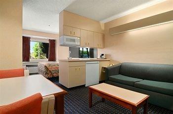 фото Regency Inn and Suites 146615782