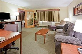 фото AmericInn Lodge and Suites of Fargo 146641969