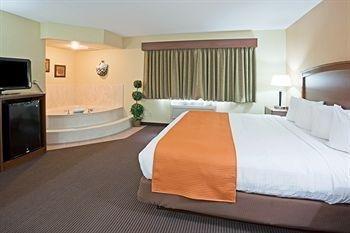 фото AmericInn Lodge and Suites of Fargo 146641978