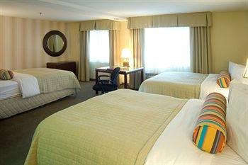 фото Phoenix Inn & Suites Lake Oswego 146643564