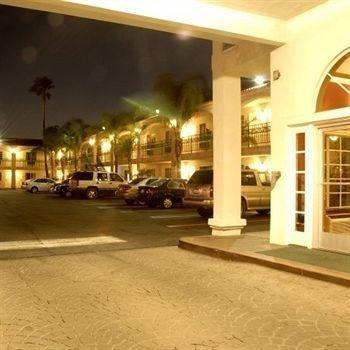 фото Dynasty Suites Hotel 146675115