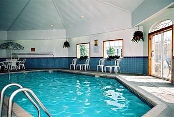фото Days Inn And Suites Kaukauna WI 146696373