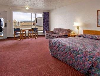 фото Super 8 Motel Wells 146876522