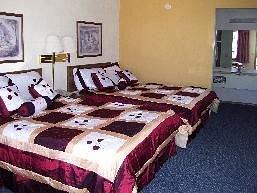фото Carolyn`s Ozark Swiss Inn 147472884