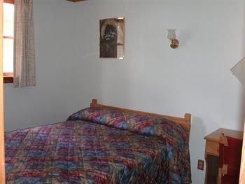 фото Lone Eagle Lodge and Snowmobile Rental 147488663