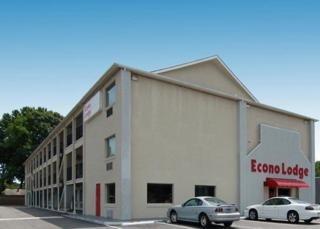 фото Econo Lodge Inn & Suites I-64 & US 13 148446611