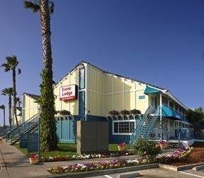 фото Econo Lodge Inn & Suites 148450852