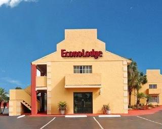 фото Econo Lodge Inn & Suites Maingate Central 148464573