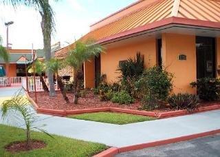 фото Econo Lodge Inn & Suites 148481824