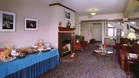 фото Fireside Inn & Suites 148490425