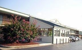 фото Econo Lodge & Suites 149506713