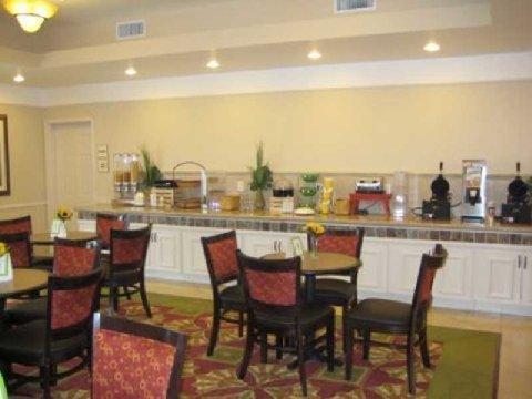 фото La Quinta Inn & Suites Winnie 1505860630