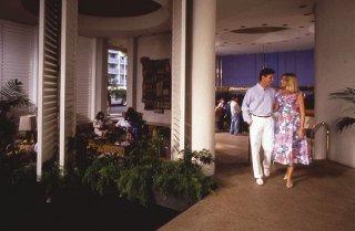 фото Maile Sky Court Waikiki 151615169