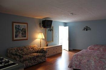 фото Chateau Bleu Resort Motel 1518125311