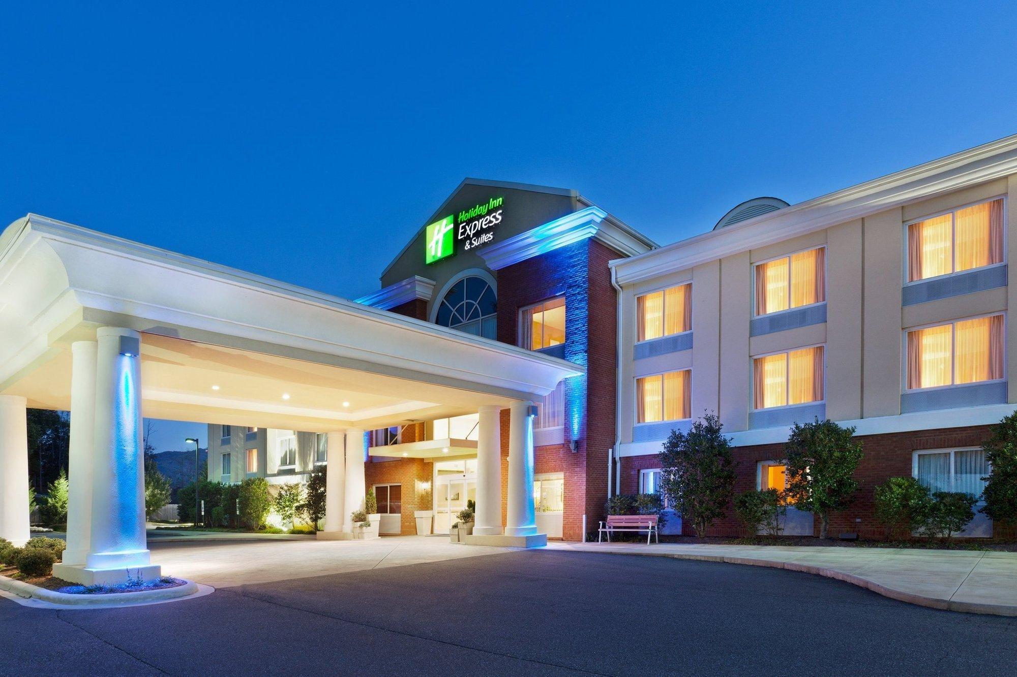 фото Holiday Inn Express Hotel & Stes Dillsboro-Western Carolina 1518125811