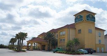 фото La Quinta Inn & Suites Winnie 1563303392