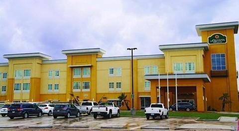 фото La Quinta Inn and Suites Cotulla 1577845920